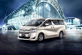Toyota Vellfire launched Big brother of Innova Crysta